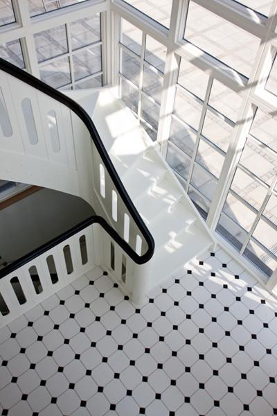 Bygga trätrappor inomhus för kommersiellt utrymme | Trappspecialisterna