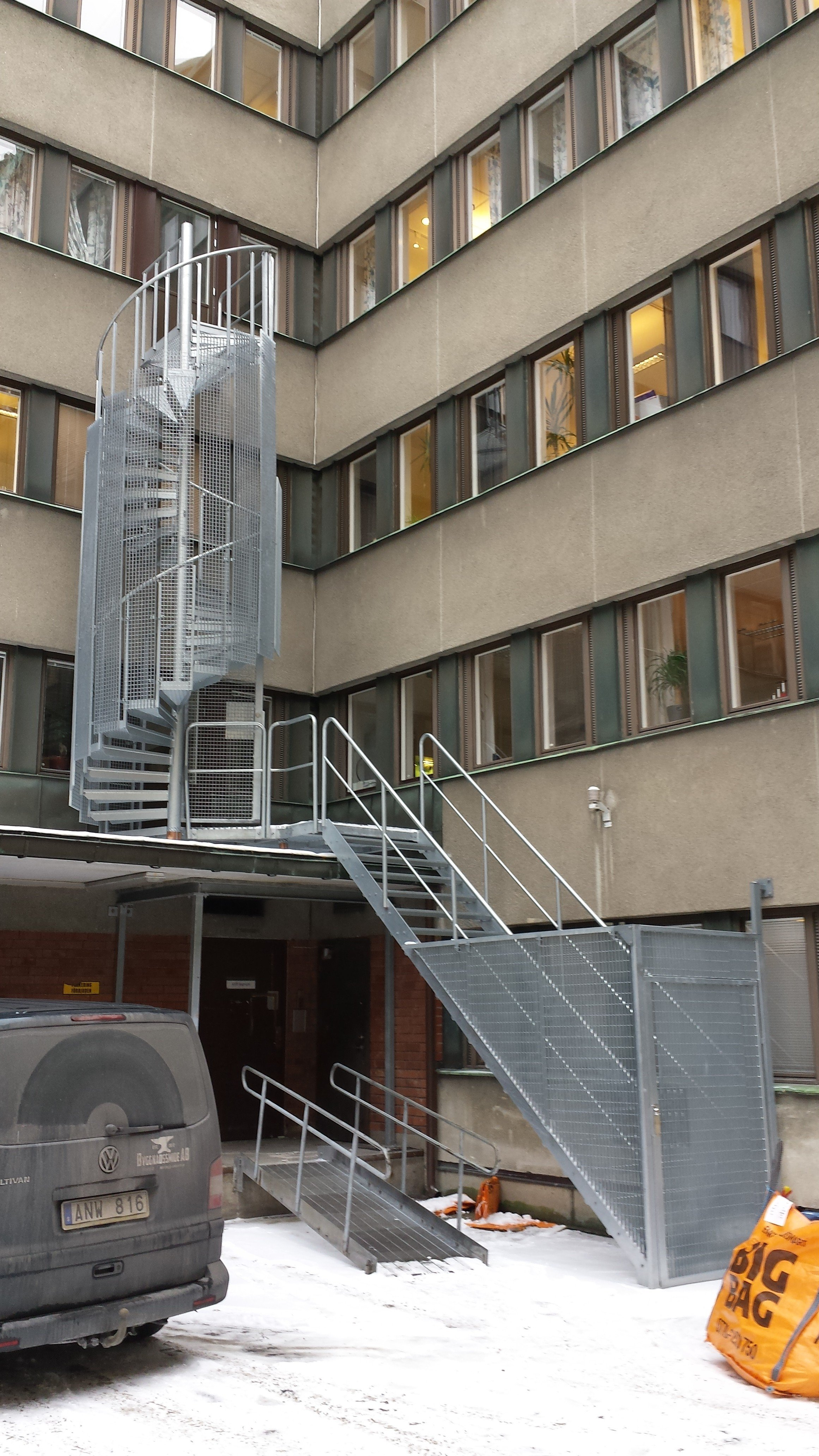 spiral ståltrappa för utrymning i kommersiella lokaler | Trappspecialisterna