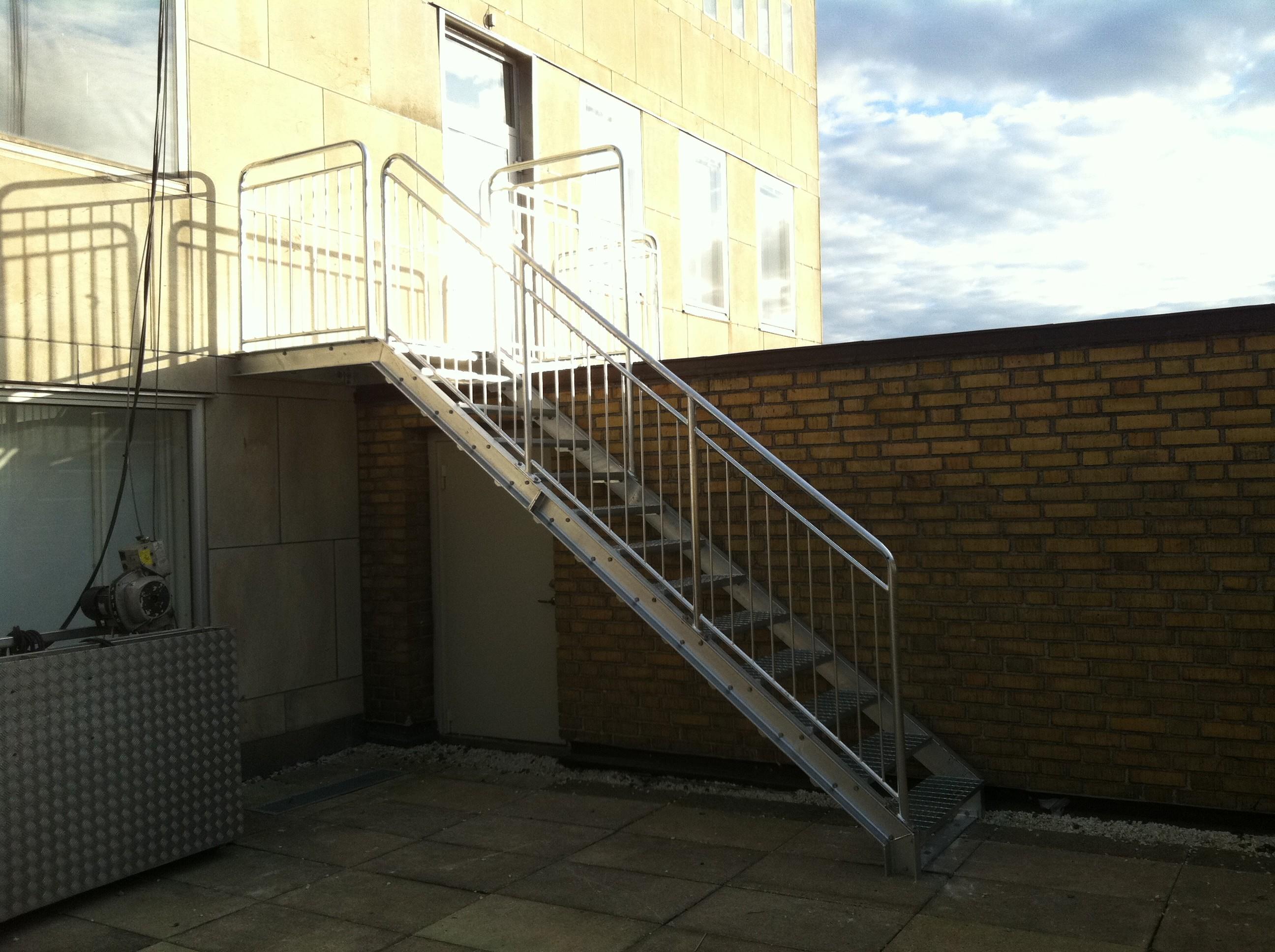 ståltrappa för kommersiella lokaler   Trappspecialisterna