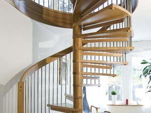Bygg en spiraltrappa vackert dekorerad med stångrullar | Trappspecialisterna