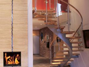 Bygg premium spiral trätrappa för ditt hus | Trappspecialisterna
