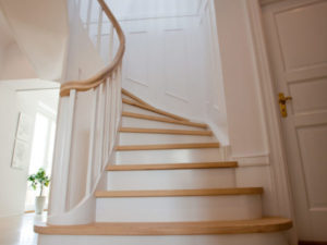 måla din spiraltrappa med den blekta vita färgen | Trappspecialisterna