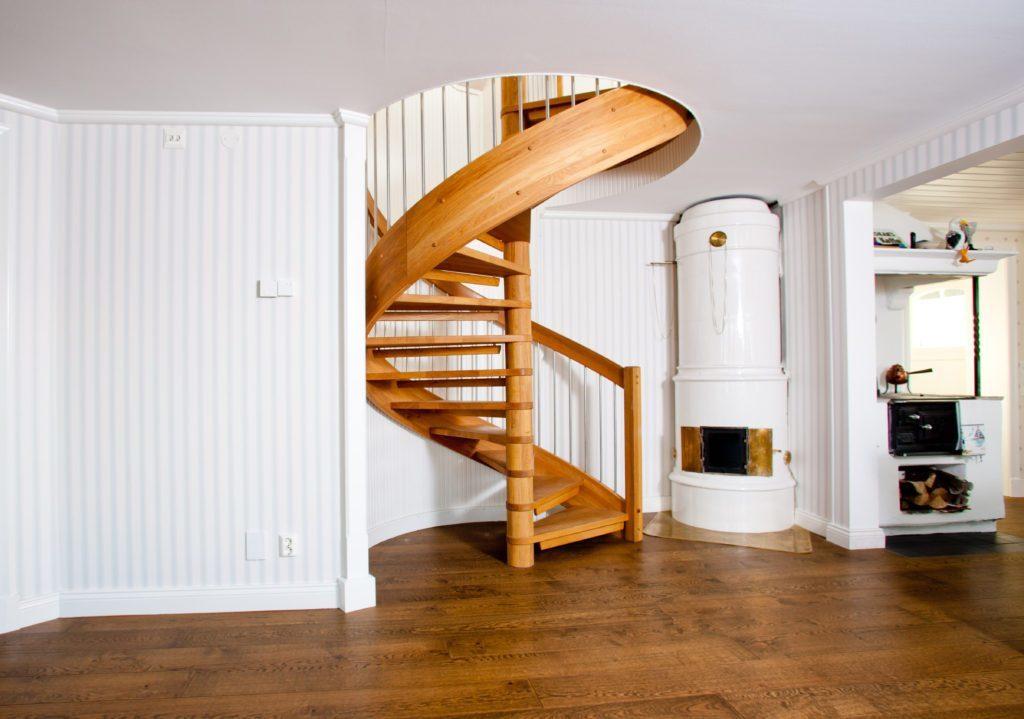 Bygg bästa trä spiraltrappa från proffs | Trappspecialisterna