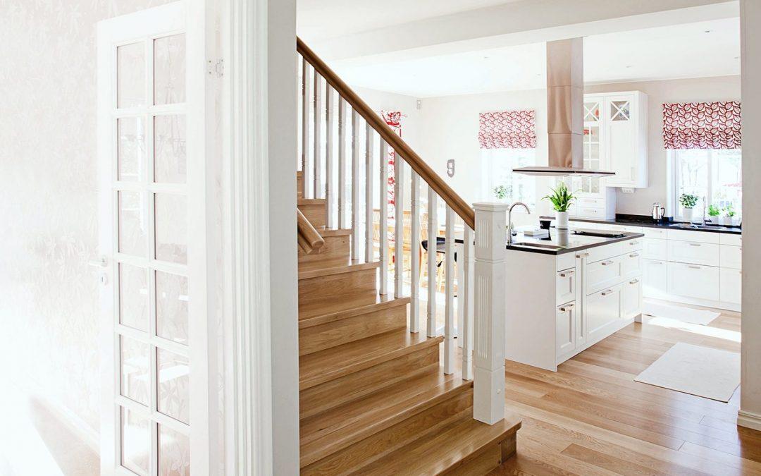 Förvandla din trappas utseende med hjälp av snygga ledstänger